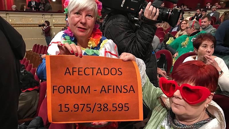 Afectados de Forum-Afinsa acuden al Teatro Real en busca del 'Gordo'