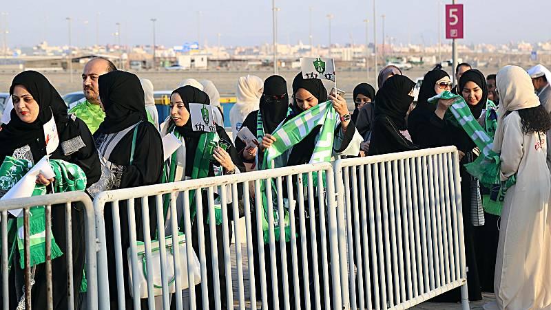 Los estadios se abren para las mujeres saudíes