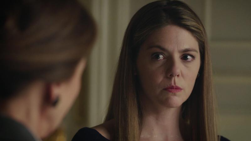Traición - Isabel confiesa que fue ella quien asesinó a su padre