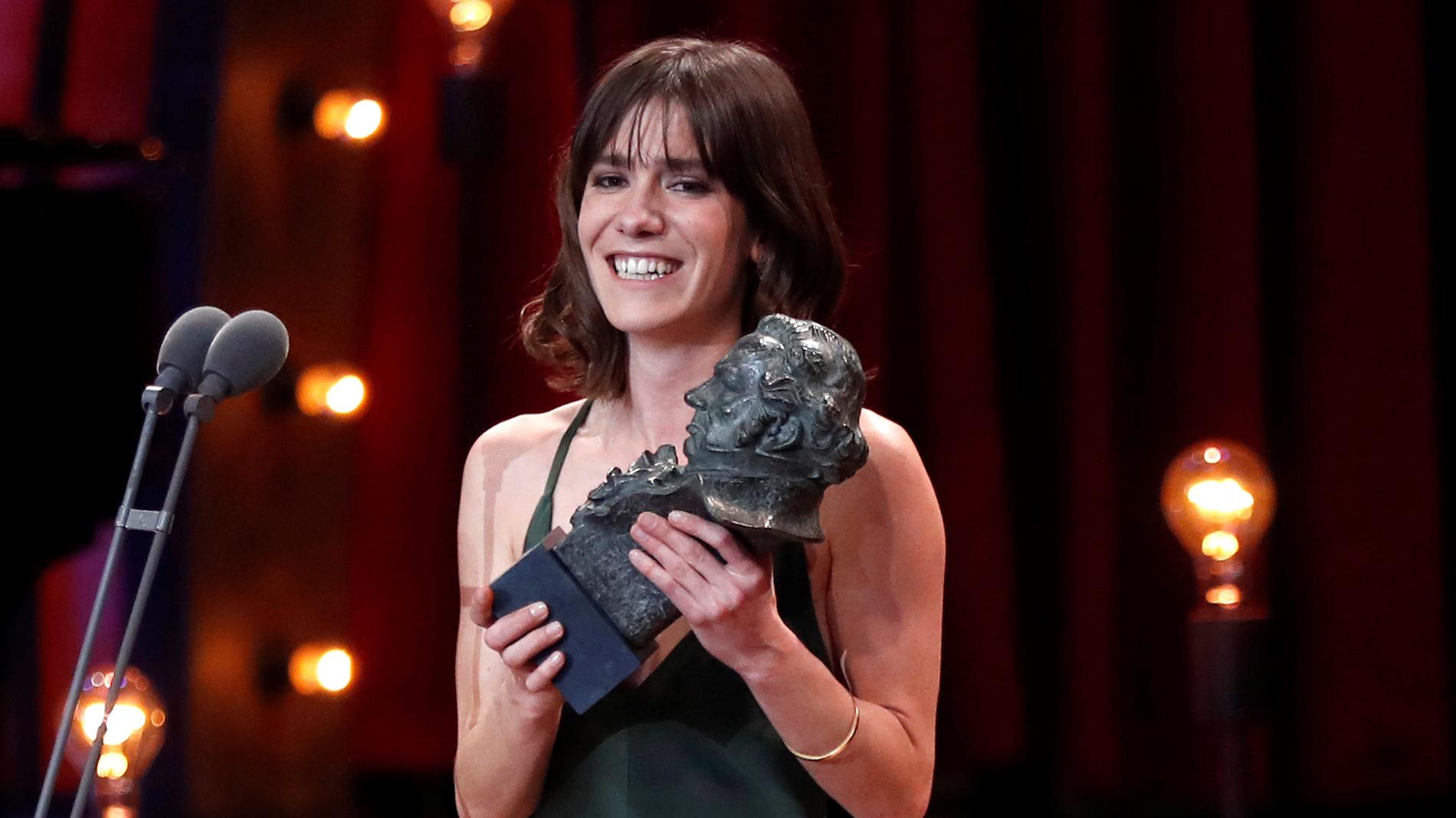 Premios Goya 2018 Bruna Cusí A La Mejor Actriz Revelación Por Verano De 1993 Rtve Es