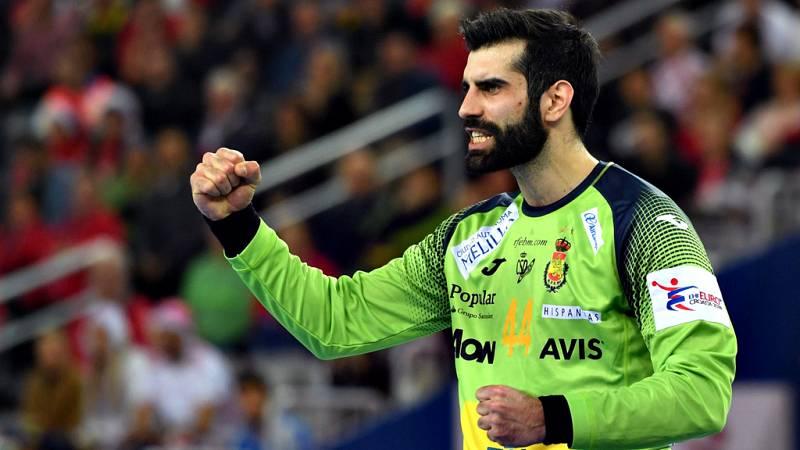 El portero gallego, reciente vencedor del Europeo 2018 en Croacia, se formó en la cantera del FC Barcelona y pasó por Huesca y por Polonia antes de llegar a París.