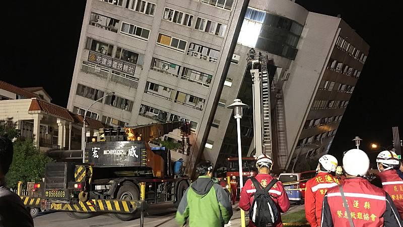 Mueren al menos cuatro personas y más de 200 resultan heridas en un terremoto en Taiwán