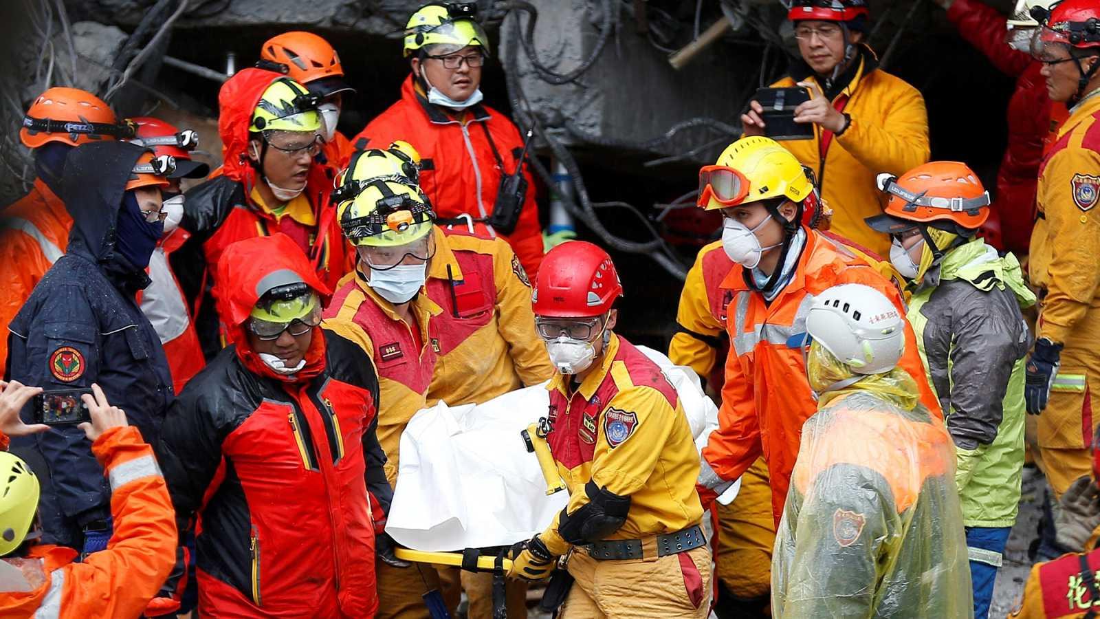 Taiwán busca a más de 60 desaparecidos tras el terremoto