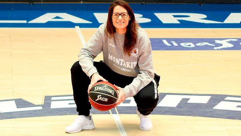 Por primera vez en la historia del baloncesto español, una mujer ha ocupado oficialmente el banquillo de un equipo de la ACB. Lo ha hecho Anna Montañana, que ha debutado como entrenadora ayudante de Néstor García en el Montakit Fuenlabrada.