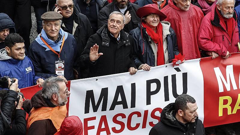 Miles de personas protestan en Italia contra el fascismo y el racismo