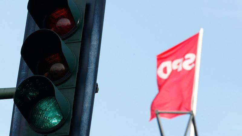 Los militantes del SPD aprueban la gran coalición con la CDU de Angela Merkel