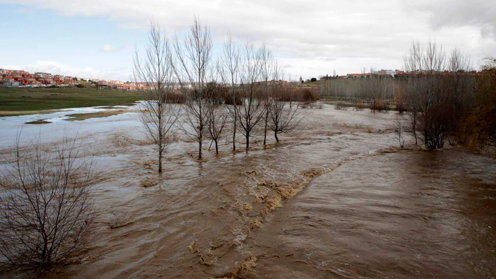 El paso de la borrasca Félix pone a una treintena provincias en alerta por fuertes vientos, lluvias y oleaje