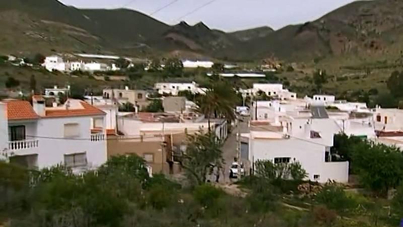 Los vecinos de Las Hortichuelas intentan volver a la normalidad tras el caso de Gabriel Cruz