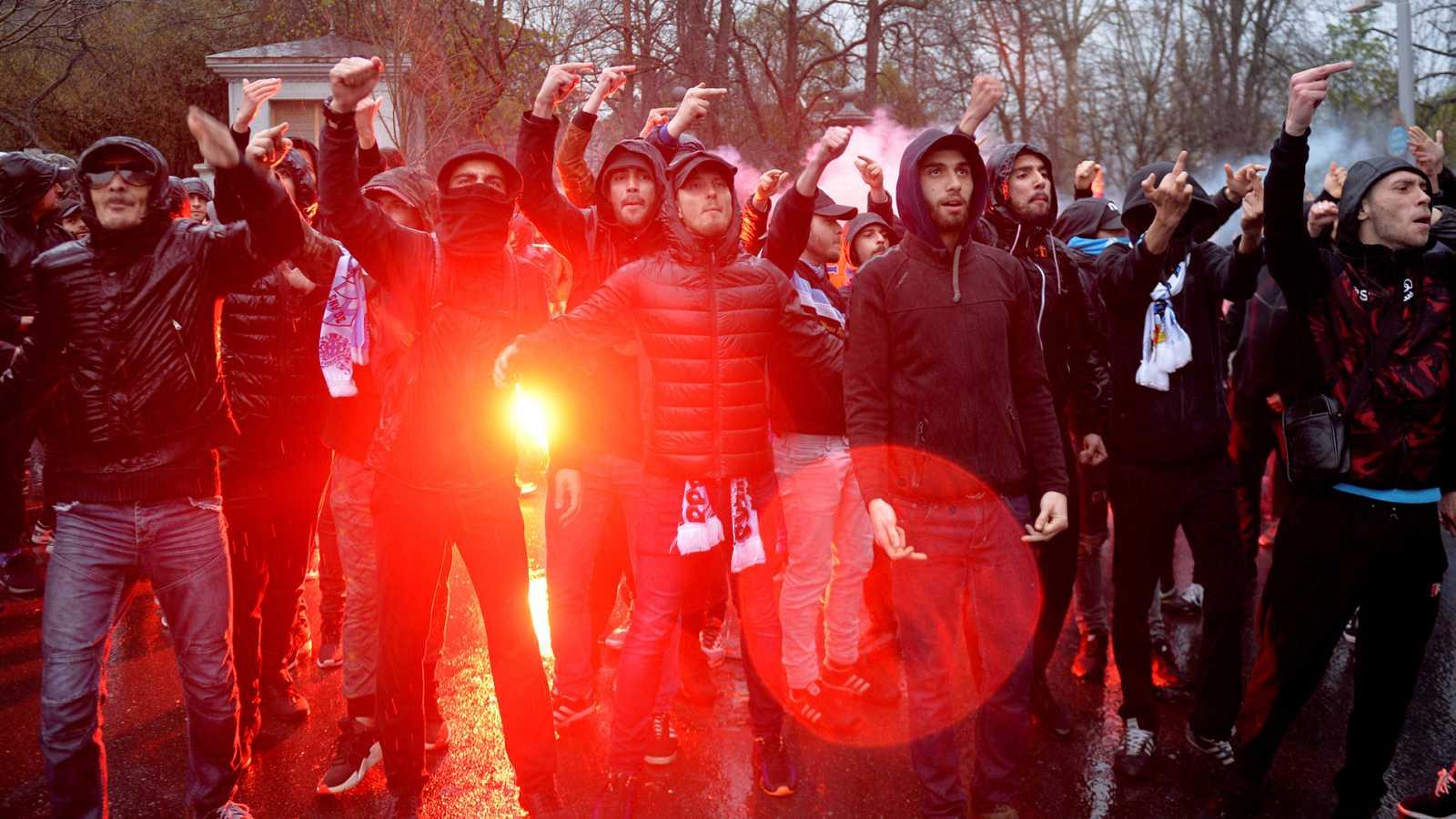 Los ultras del Marsella lograron introducir bengalas en el interior del estadio de San Mamés