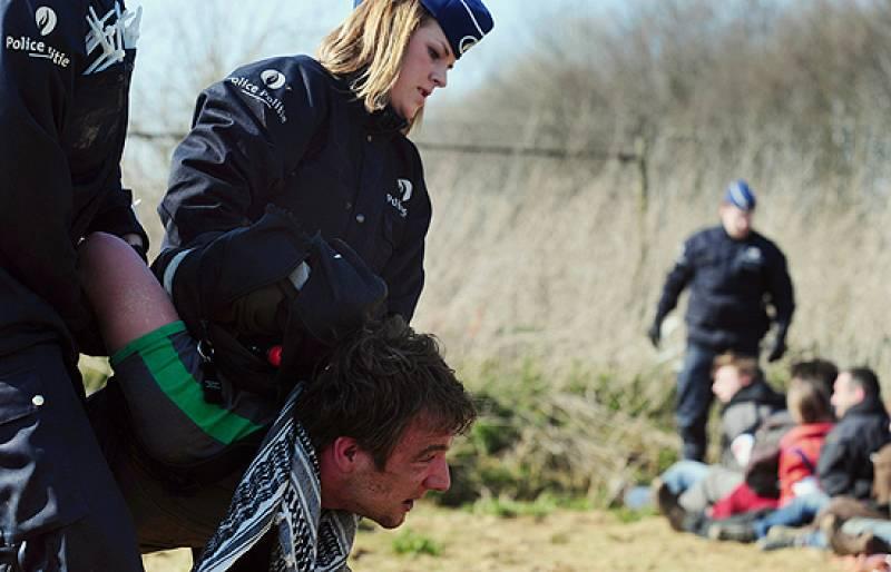 La policía belga ha arrestado a 442 personas que han tratado de penetrar en la sede de la OTAN en las afueras de Bruselas.