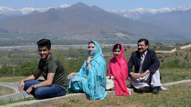 Malala viaja a su ciudad natal bajo fuertes medidas de seguridad por primera vez desde su ataque