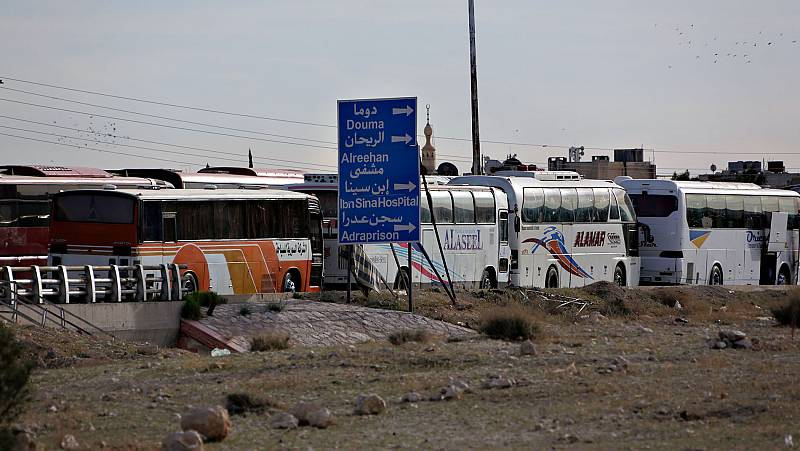 El último reducto rebelde en Guta Oriental evacúa a civiles y combatientes ante el cerco del Gobierno sirio