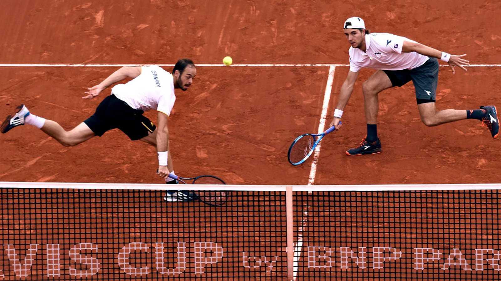 La victoria de la pareja de dobles formada por Jan-Lennard Struff y Tim Puetz dio a Alemania el segundo punto de la eliminatoria de cuartos de final de la Copa Davis ante España, obligada a ganar este domingo los dos puntos individuales para alcanzar