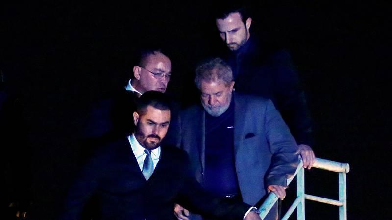 Lula ingresa en la prisión de Curitiba