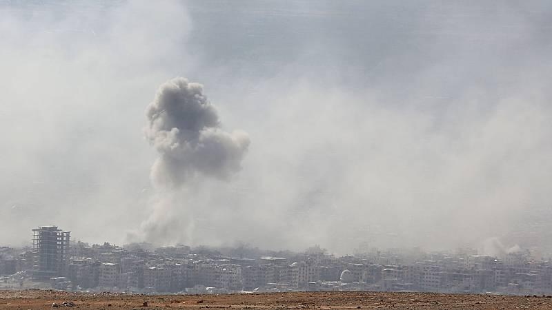 EE.UU. niega haber bombardeado un aeropuerto sirio, pero anuncia represalias por un presunto ataque químico contra población civil