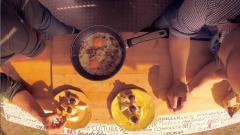Las Rutas Capone - Huevos con cebolla, ajo porro y chorizo asado