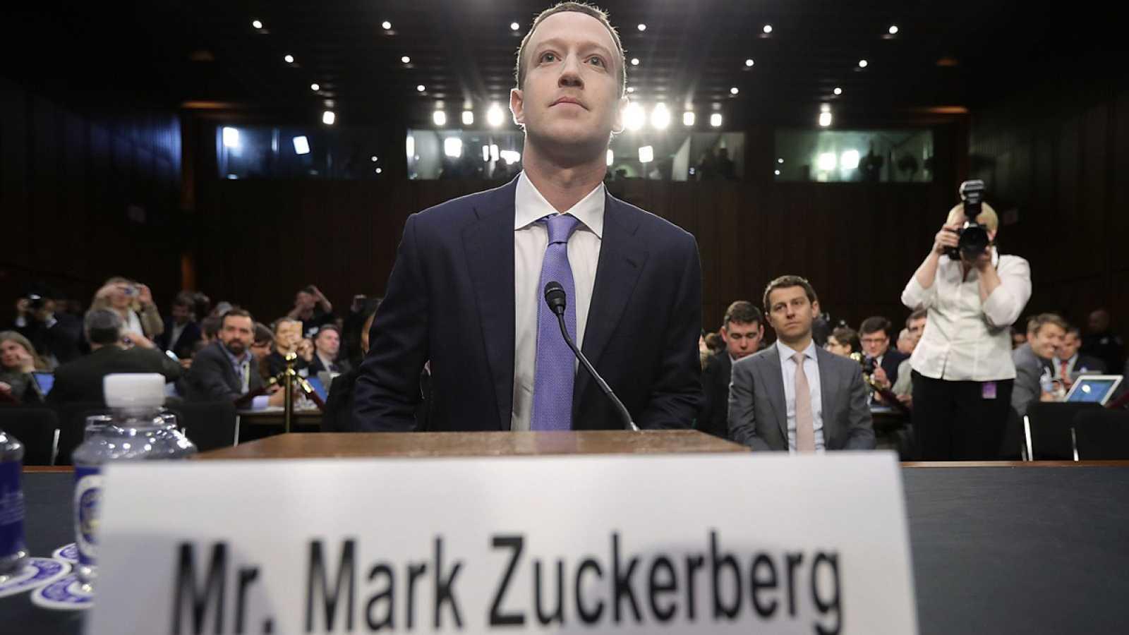 """Mark Zuckerberg comparece en el Senado de Estados Unidos: """"Fue un gran error. Mi error. Y lo siento"""""""