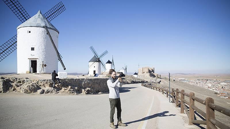 Surfeando sofás - Jorge Sierra llega a Castilla-La Mancha