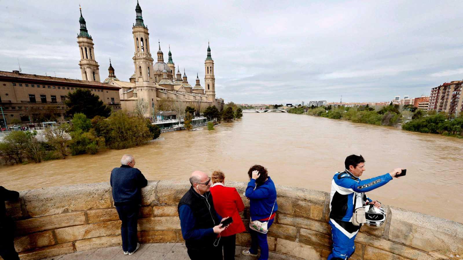 El Ebro llega a los 5'31 metros en Zaragoza