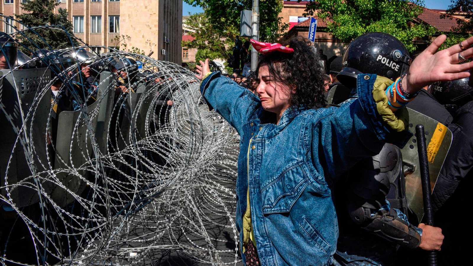 Decenas de heridos tras las protestas en Armenia contra la elección del expresidente Sargsián