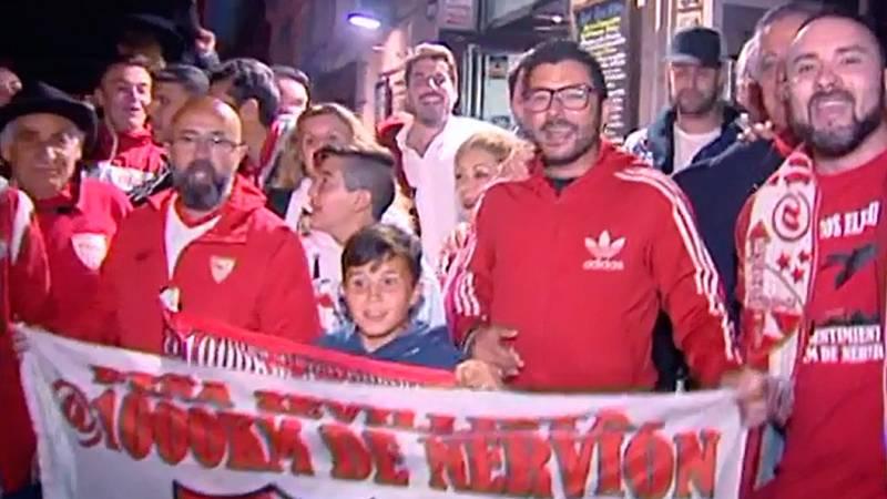 Miles de seguidores de los equipos finalistas han llegado a Madrid para ver la final de la Copa del Rey en el Wanda Metropolitano.