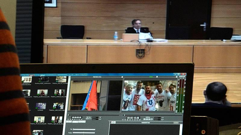 Lectura íntegra del fallo sobre 'La Manada' en la Audiencia de Navarra, que ha condenado por un delito continuado de abuso sexual con prevalimiento, con penas de 9 años de prisión y 5 de libertad vigilada, a los cinco integrantes del grupo, acusados