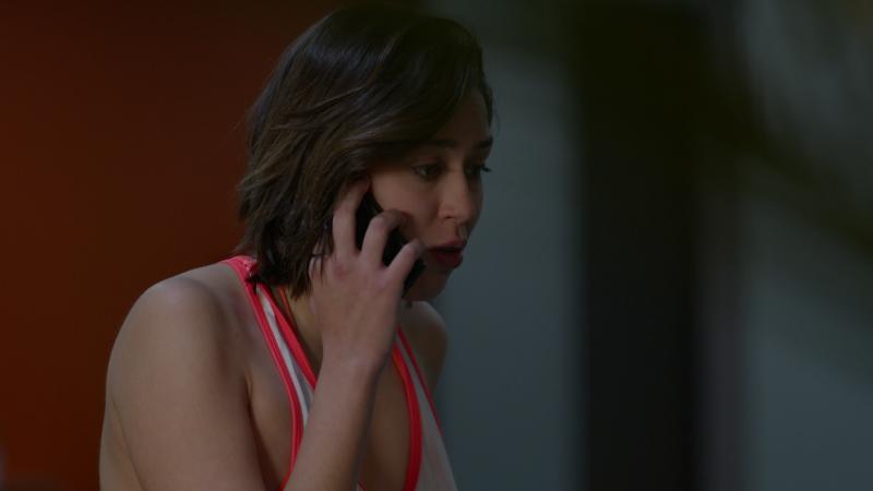 Fugitiva - Claudia llama a su padre para decirle que están bien