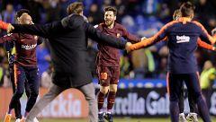 Los jugadores del Barça celebran la 25ª Liga en Riazor