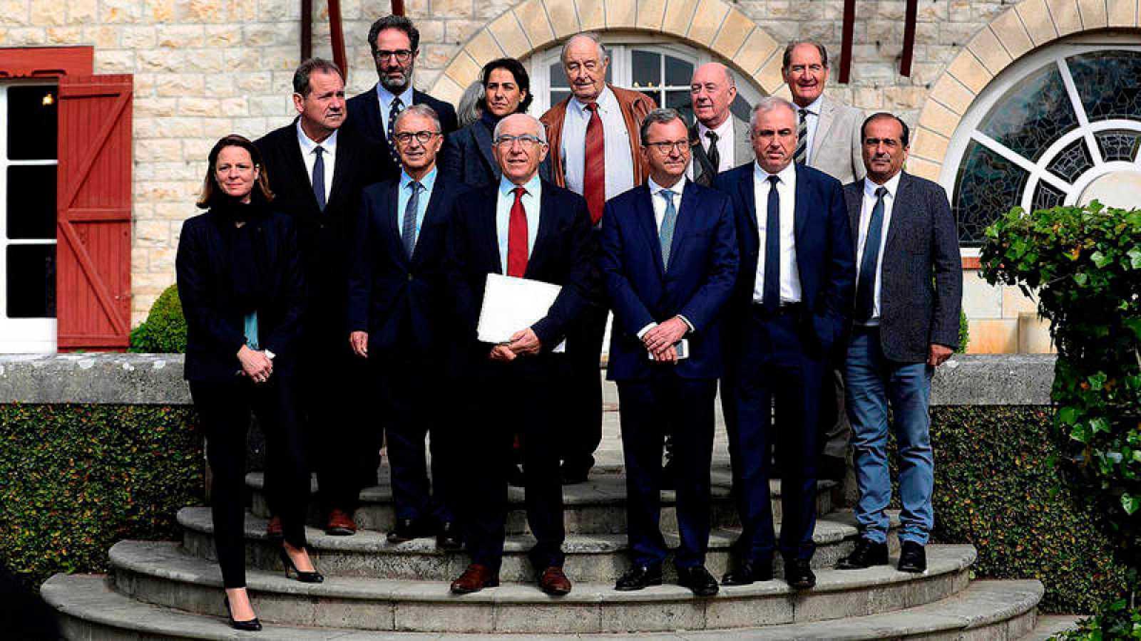 """La 'Declaración de Arnaga' afirma que quedan por resolver """"asuntos importantes"""" como el de los presos y huidos"""