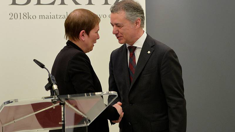 Urkullu y Barkos lamentan que ETA no haya pedido perdón a todas las victimas