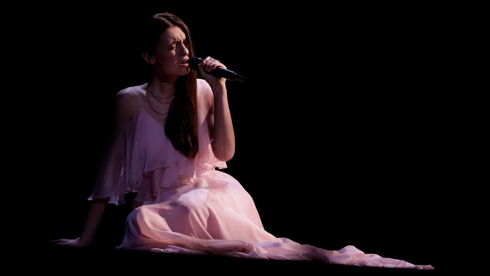 """Eurovisión - Lituania: Ieva Zasimauskaite canta """"When we're old"""" en la primera semifinal de Eurovisión 2018"""