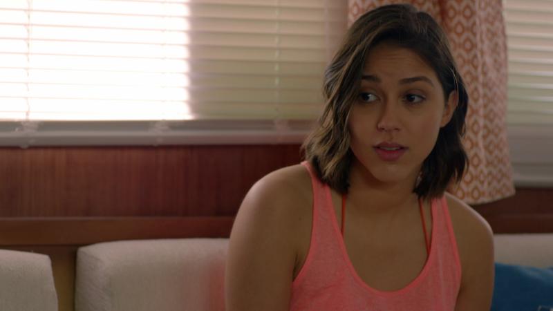 Fugitiva - Pau cuenta a Claudia como ha sido su primera vez