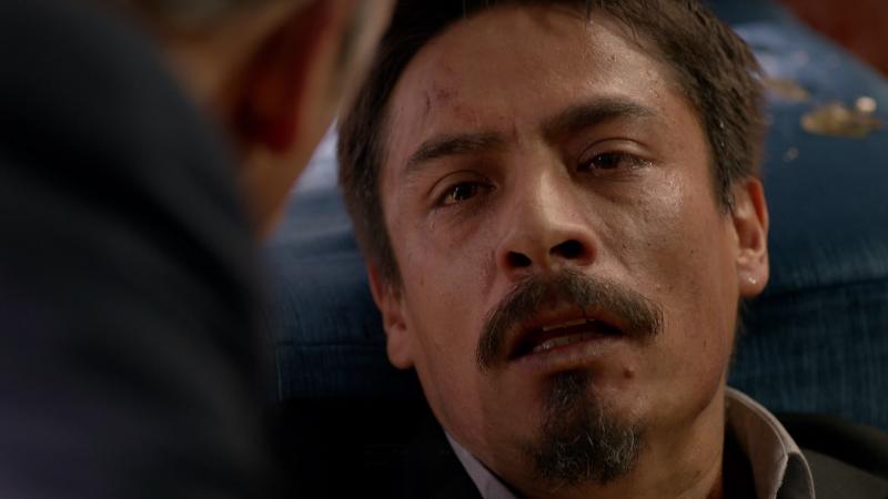 Fugitiva - Alejandro descubre que Pedro es el topo
