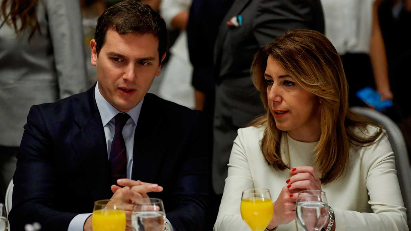 """El presidente de Ciudadanos, Albert Rivera, ha exigido este lunes al presidente del Gobierno, Mariano Rajoy, que """"rectifique"""" y se siente a negociar """"cómo extendemos la aplicación del 155"""" a la vista de la intención de Quim Torra de seguir apostando"""