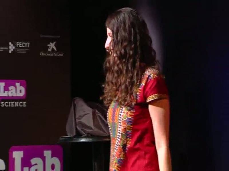 """Raquel Medialdea, con su monólogo """"Un virus llamado Ébola"""", ha quedado en tercera posición del certamen nacional FameLab de monólogos científicos. Imágenes cedidas por la Fundación Española para la Ciencia y la Tecnología (FECYT)."""