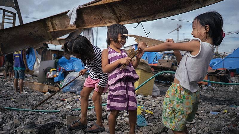Cómo vacunar a 25.000 niñas contra el virus del papiloma humano en los barrios más marginales de Manila