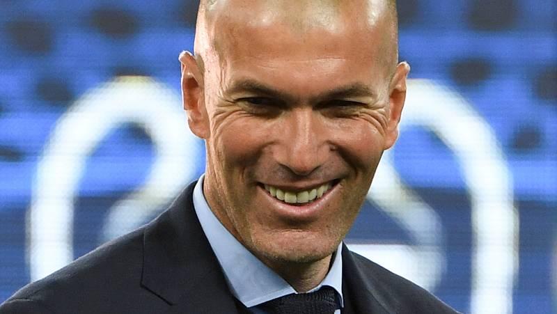 """El entrenador del Real Madrid se ha mostrado contento tras ganar su tercera Champions consecutiva y ha dicho que """"Cristiano Ronaldo se tiene que quedar"""", tras sus declaraciones tras la final en las que insinuaba su marcha del club blanco."""