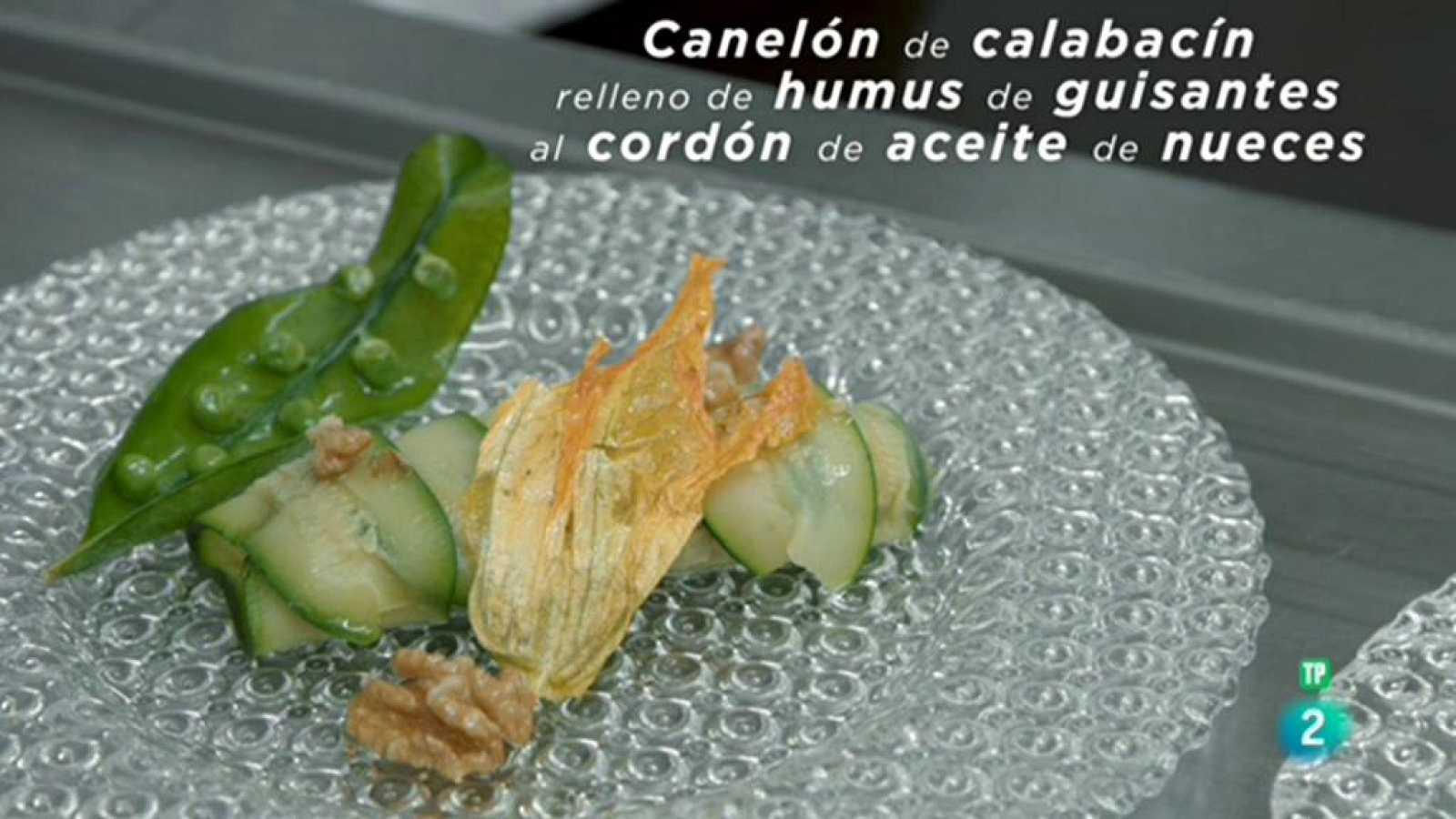 La ciencia de la salud - Canelón de calabacín relleno de humus de guisantes al cordón de aceite de nueces