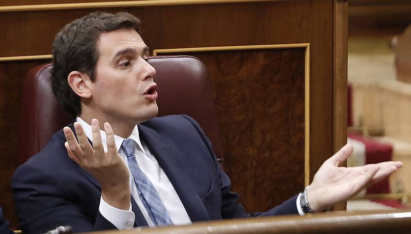 Rivera muestra su disconformidad e Iglesias tiende la mano a Sánchez para formar Gobierno