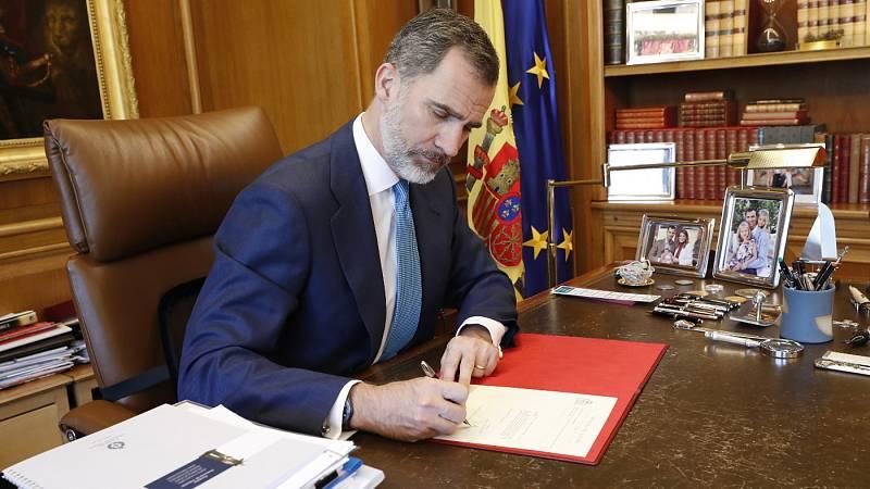 Ana Pastor comunica la investidura de Sánchez al rey, que firma su nombramiento