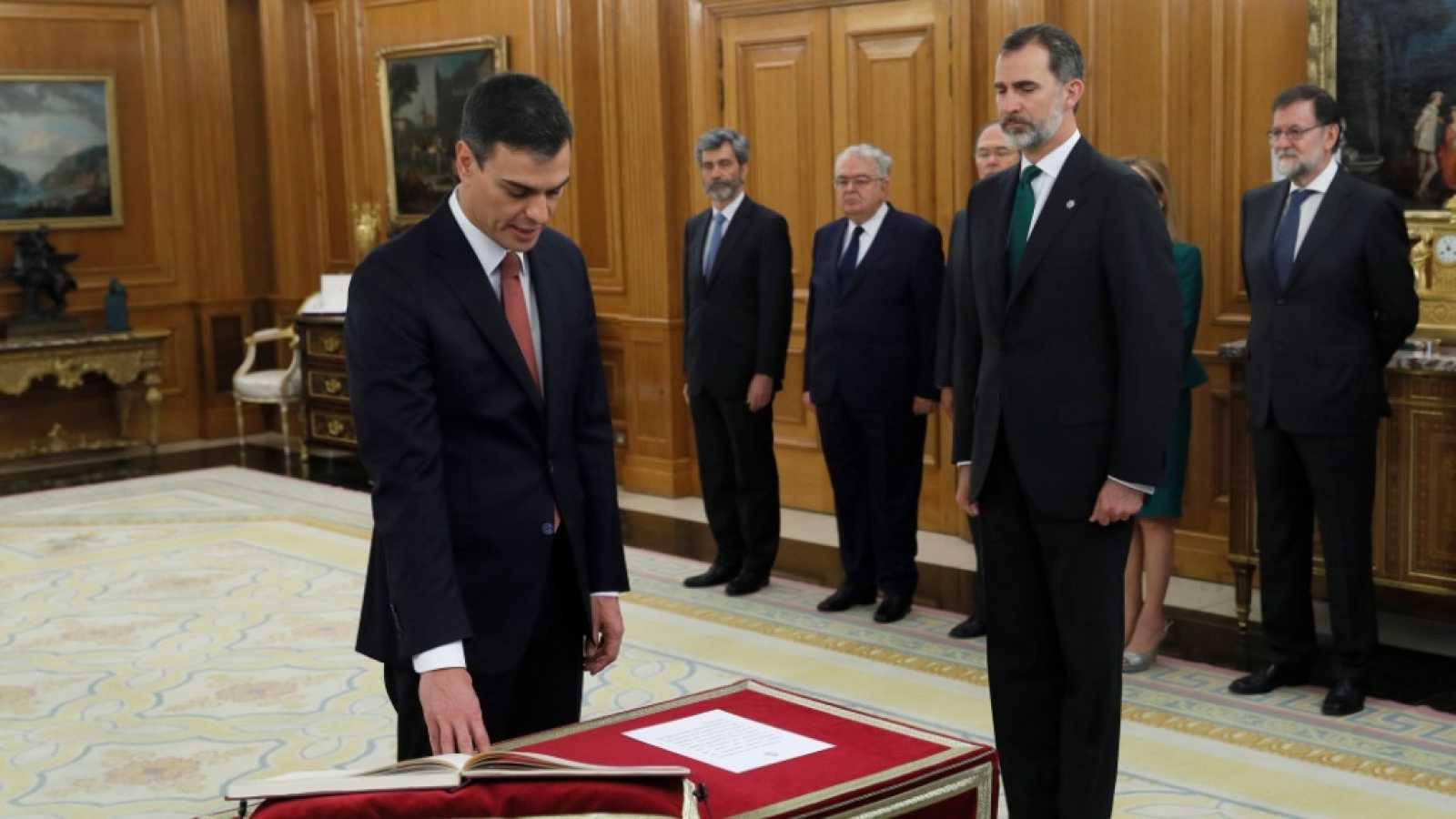 Avance informativo - Toma de posesión de Pedro Sánchez como Presidente del gobierno - ver ahora
