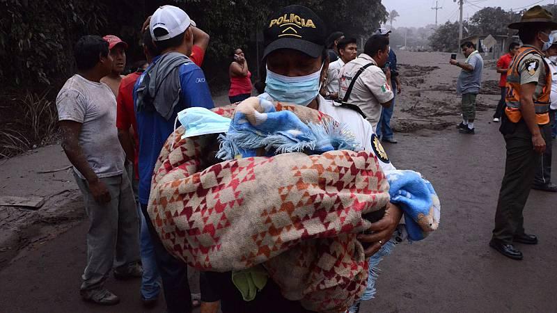 Al menos 25 muertos y más de 1,7 millones de afectados por la erupción del volcán 'Fuego' en Guatemala