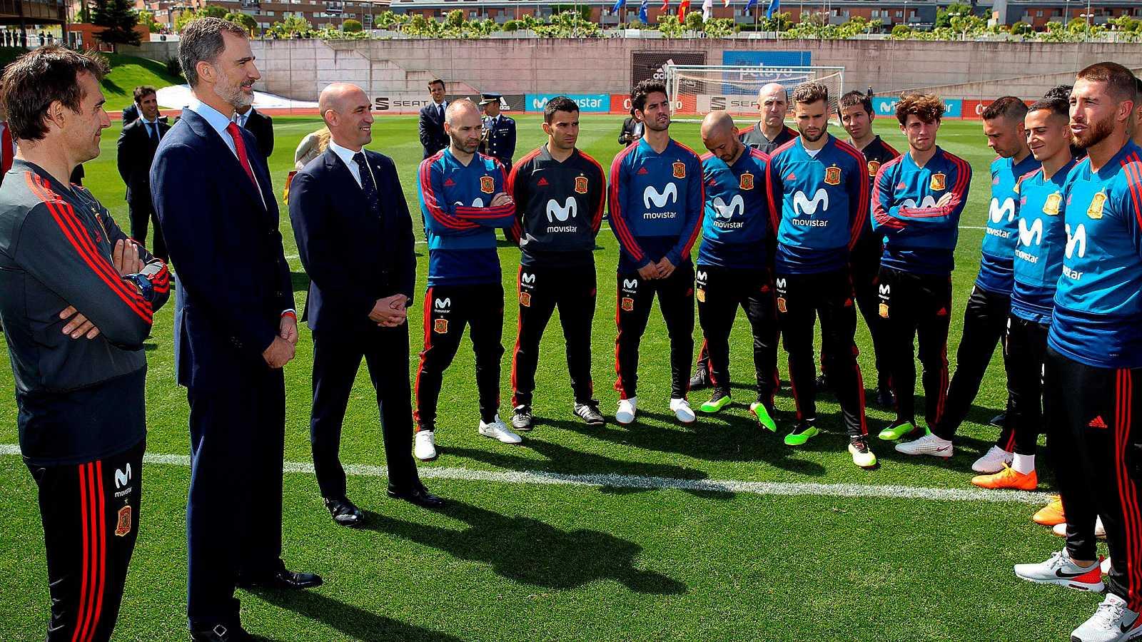 El Rey Felipe VI ha despedido a los integrantes de la la selección española de fútbol que este jueves viajarán a Krasnodar para disputar el Mundial de Rusia, que arranca en una semana.