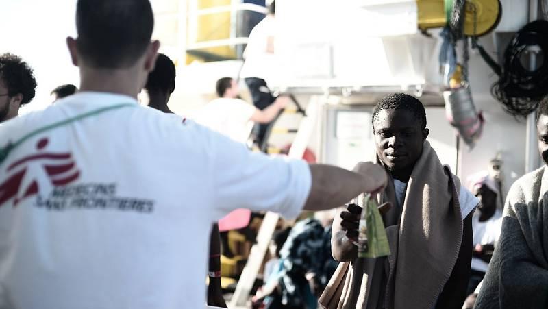 Italia continúa impidiendo el desembarco de los 629 migrantes del 'Aquarius'