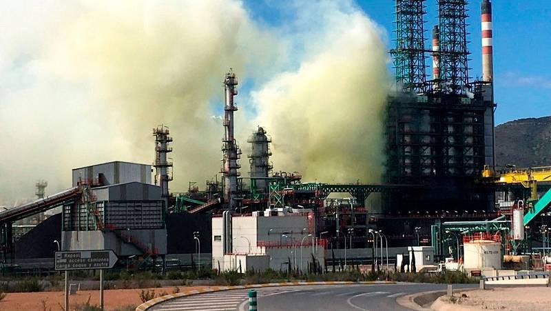 Una avería en la refinería de Repsol en Cartagena provoca un escape de vapor de agua no tóxico