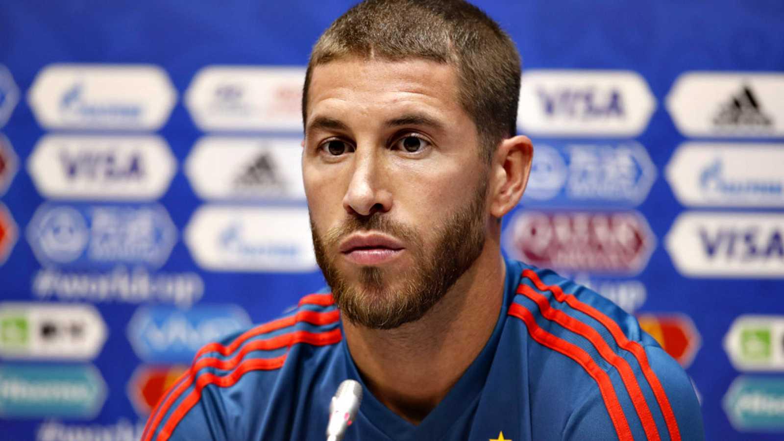 El capitán de la selección española de fútbol ha comparecido junto a Fernando Hierro en la víspera del debut en el Mundial frente a Portugal.