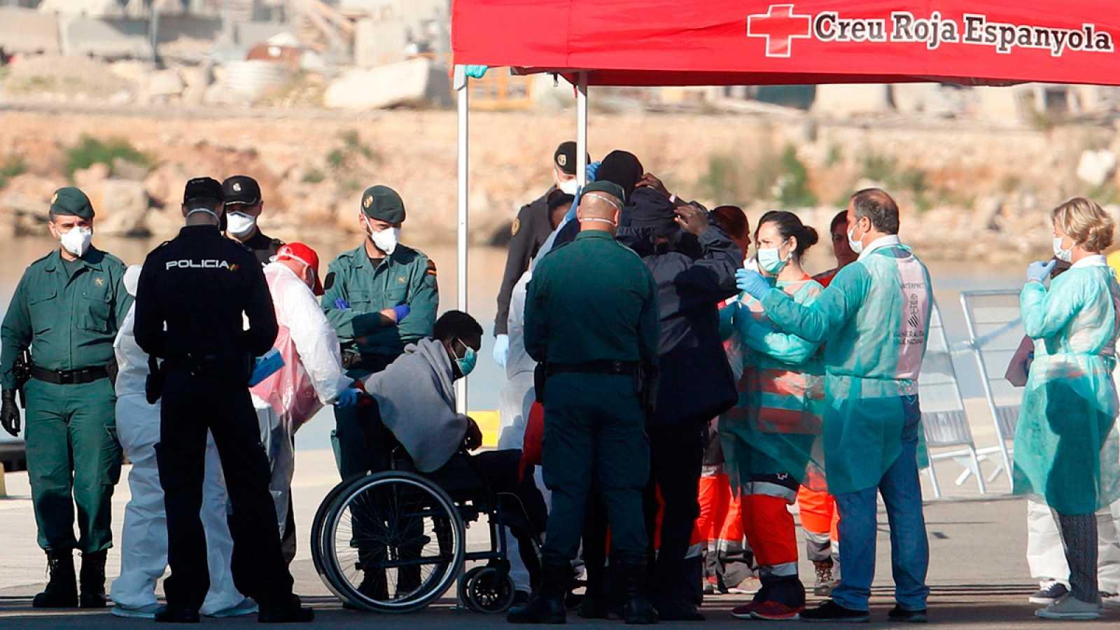 Llegan al puerto de Valencia los migrantes rescatados por el Aquarius