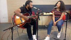 """Las mañanas de RNE - Carlos Jean y Teyou interpretan en acústico """"Dancing together"""""""