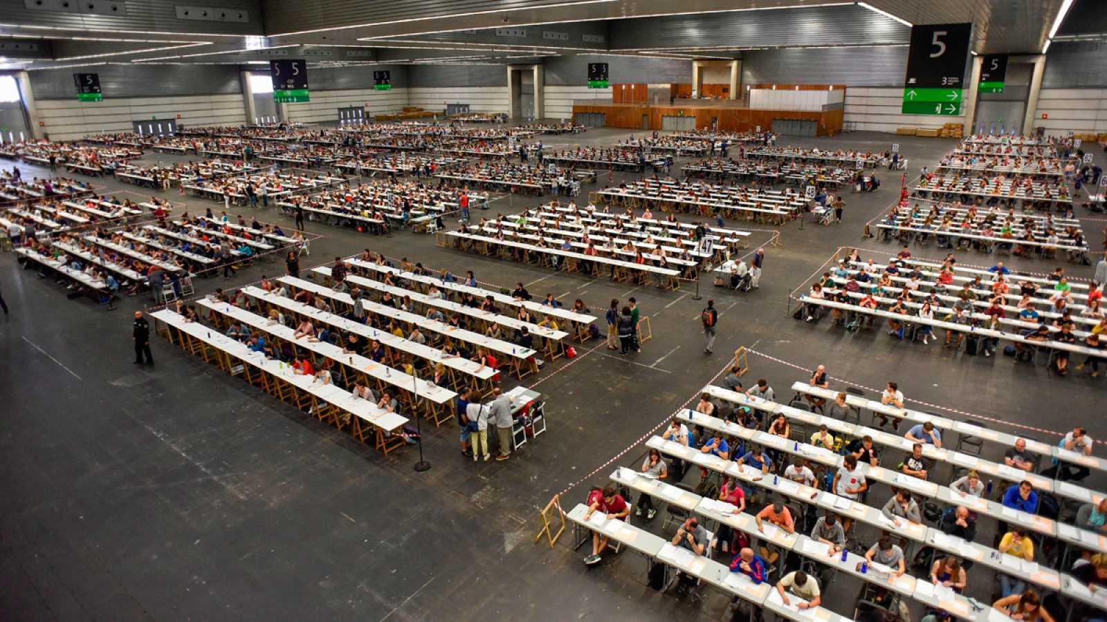 Más de 300.000 personas optan a una de las 23.512 plazas para todos los cuerpos docentes