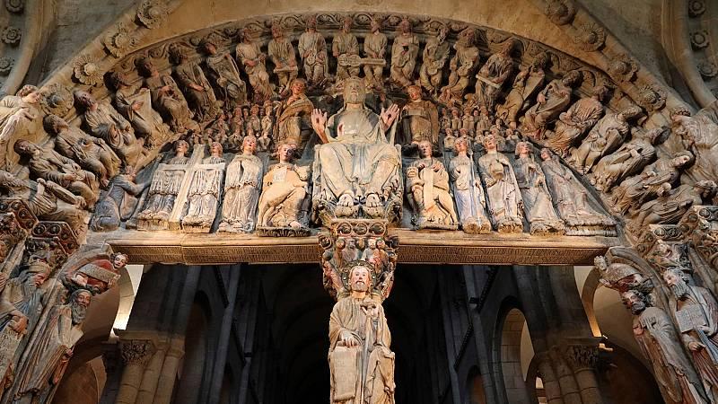 El Pórtico de la Gloria de la Catedral de Santiago de Compostela, considerada la obra cumbre del Maestro Mateo, ha recuperado su esplendor después de 50.000 horas de trabajos por parte de los equipos de restauración. La minuciosa labor llevada a cabo